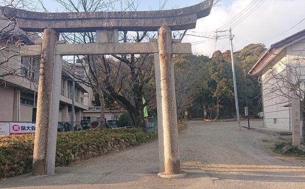 売布神社の鳥居と標石