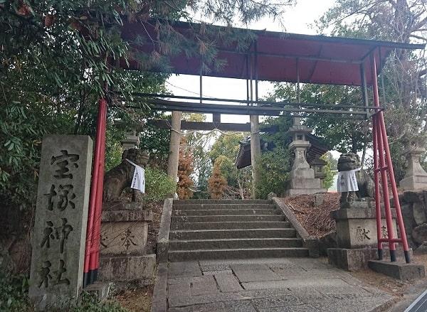 宝塚神社の鳥居