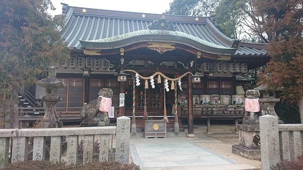 宝塚神社の拝殿