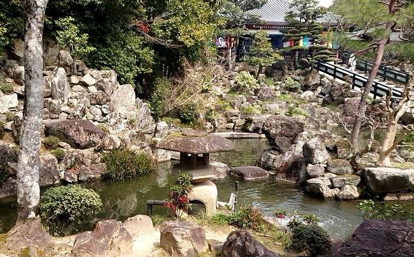 清荒神の池苑