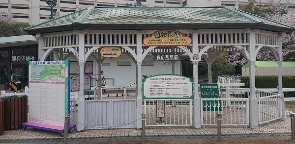 阪神競馬場の森の列車