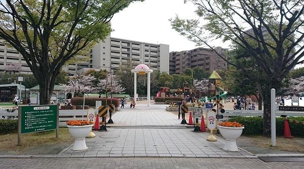 阪神競馬場の公園