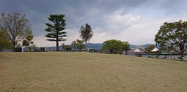 阪神競馬場の広場
