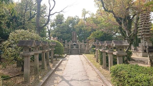 阪神競馬場の中にある神社