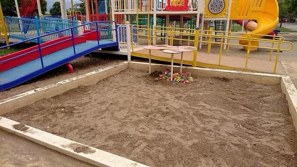 末広中央公園の砂場