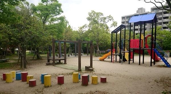 すみれが丘中央公園の遊具