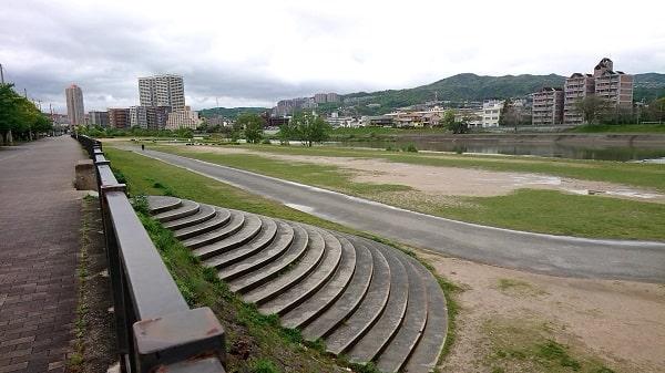 宝塚市の河川敷