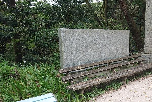 塩尾寺のベンチ