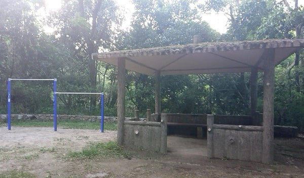 北中山公園の鉄棒