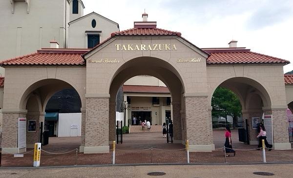 宝塚大劇場の入口