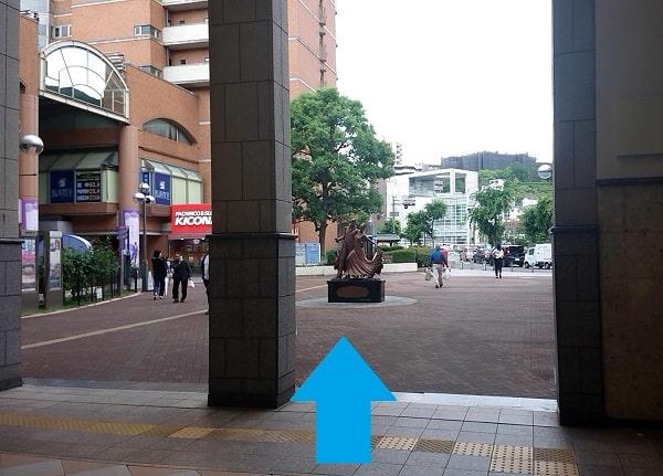 宝塚駅の銅像