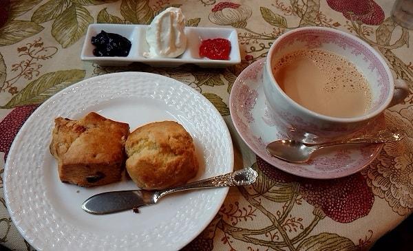 スコーンと紅茶
