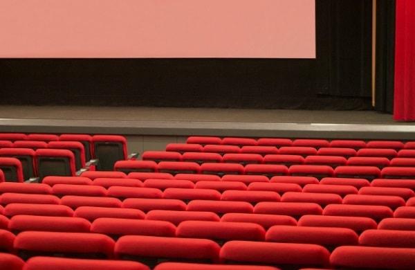 映画館でマナーを守らない人